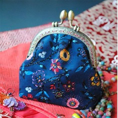 Sewing kit Velvet coin purse Embroidered blue