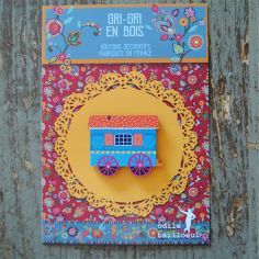 wood button: Blue gipsy caravan