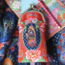 Sewing kit : velvet glasses case Fortune Teller