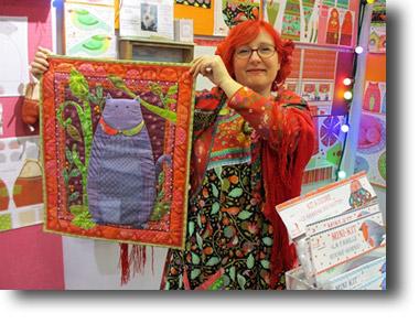 Odile Bailloeul crée tout un univers poétique : kits à coudre, tissus colorés, laine feutrée, velours ...