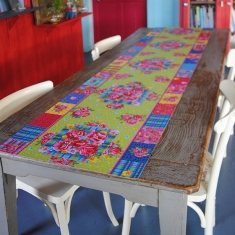 Birds Winter table runner